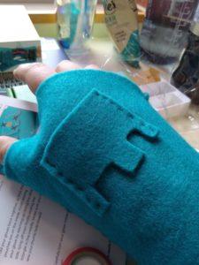 MiniMu Felt Glove